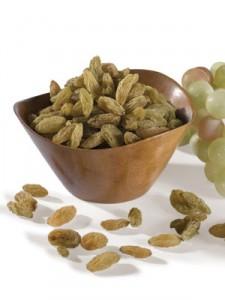 Des raisins verts secs en qualité crudité