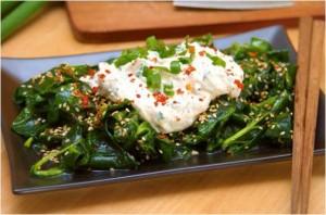 Salade d'épinards crus, à la japonaise