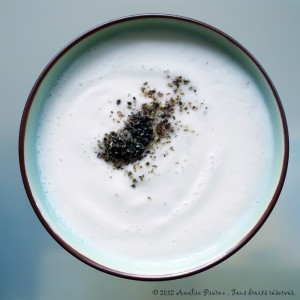 Soupe onctueuse et toute blanche à base de persil tubéreux